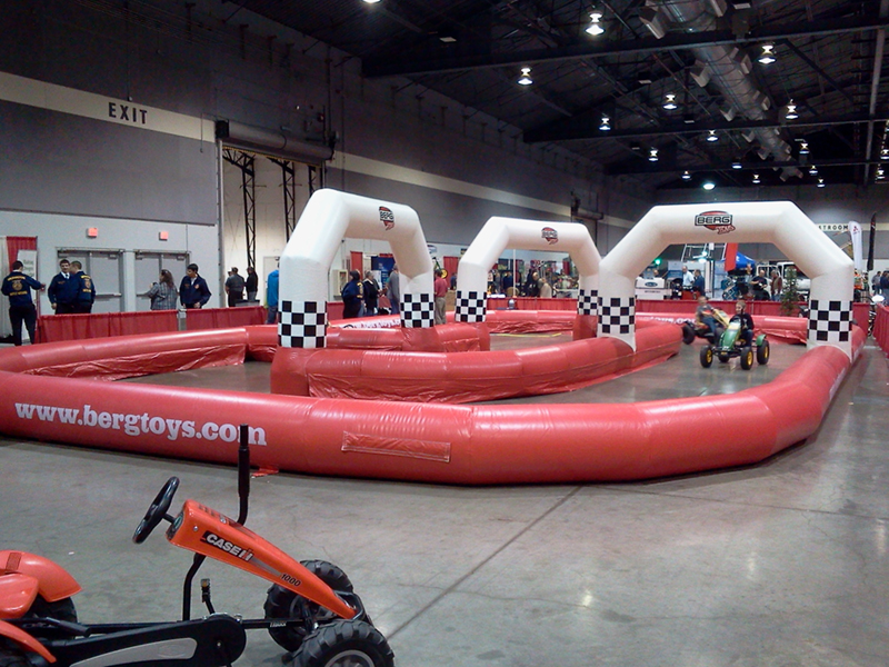 berg_toys_inflatable_track_with_karts